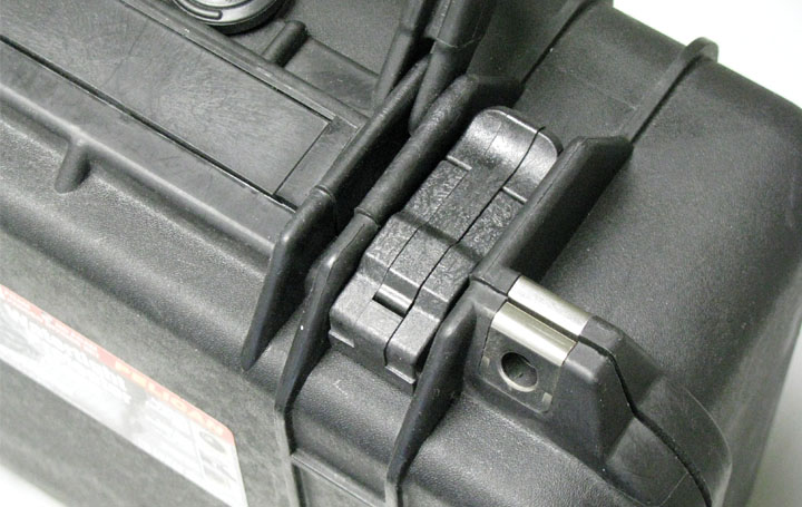 app coiled pin heavy duty case close up